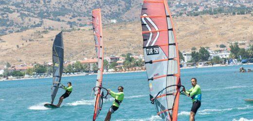 Dikili'de Yelken Yarışları Başladı!